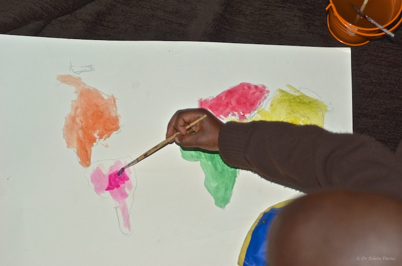 A 4 year old learning the continents through an activity - drawing and painting